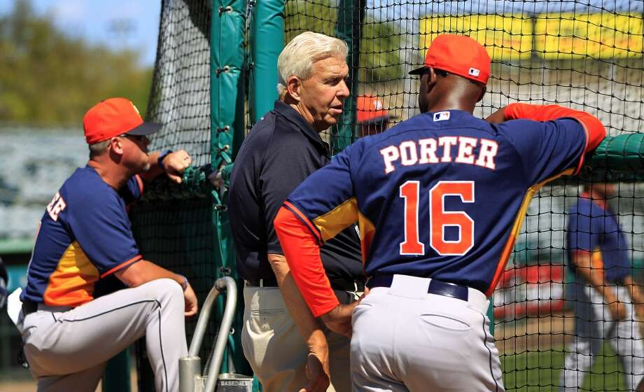 Bill Parcells chats with Astros manager Bo Porter during batting practice. Photo: Karen Warren, Houston Chronicle