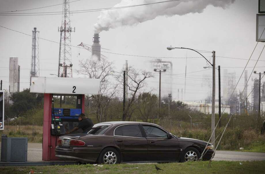 Most refiners will have until 2017 to comply with a new cap on sulfur in gasoline. Curbs on auto emissions will track California's. Photo: New York Times / NYTNS
