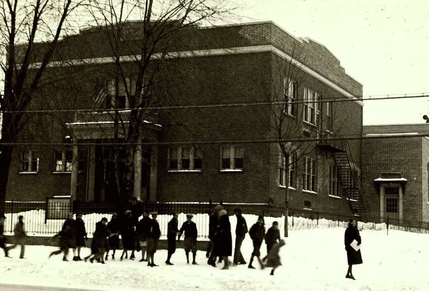 Historic Colonie : Roesselville School, 1930.