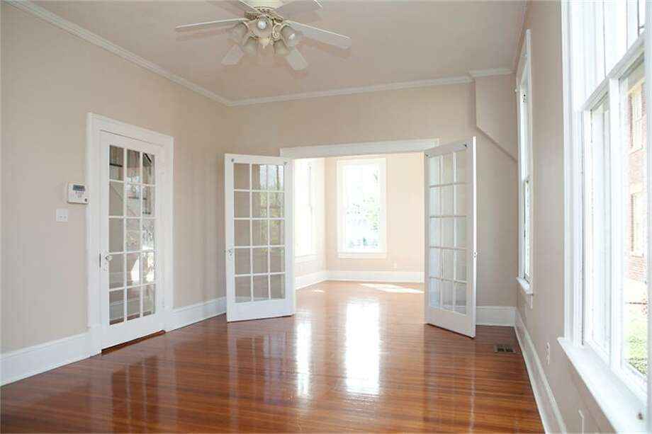 1704 Market Street: This 1886 home has 6 bedrooms, 5 bathrooms, 3,873 square feet, and is listed for $299,000. Photo: Houston Association Of Realtors