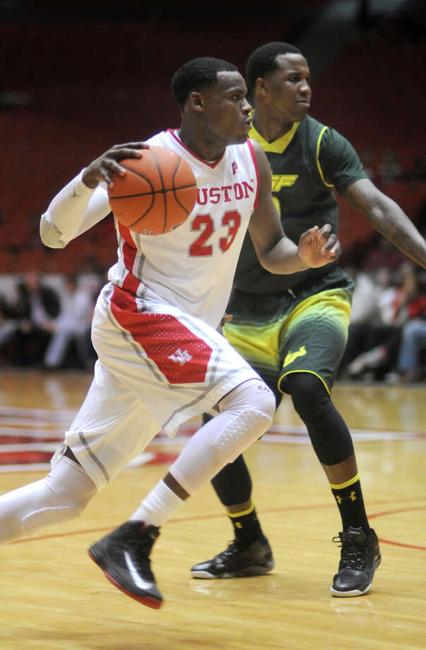 University of Houston sophomore guard Danuel House drives to the hoop against a University of South Florida defender during their game at Hofheinz Pavilion on Tuesday. Photo: Jerry Baker, For The Chronicle