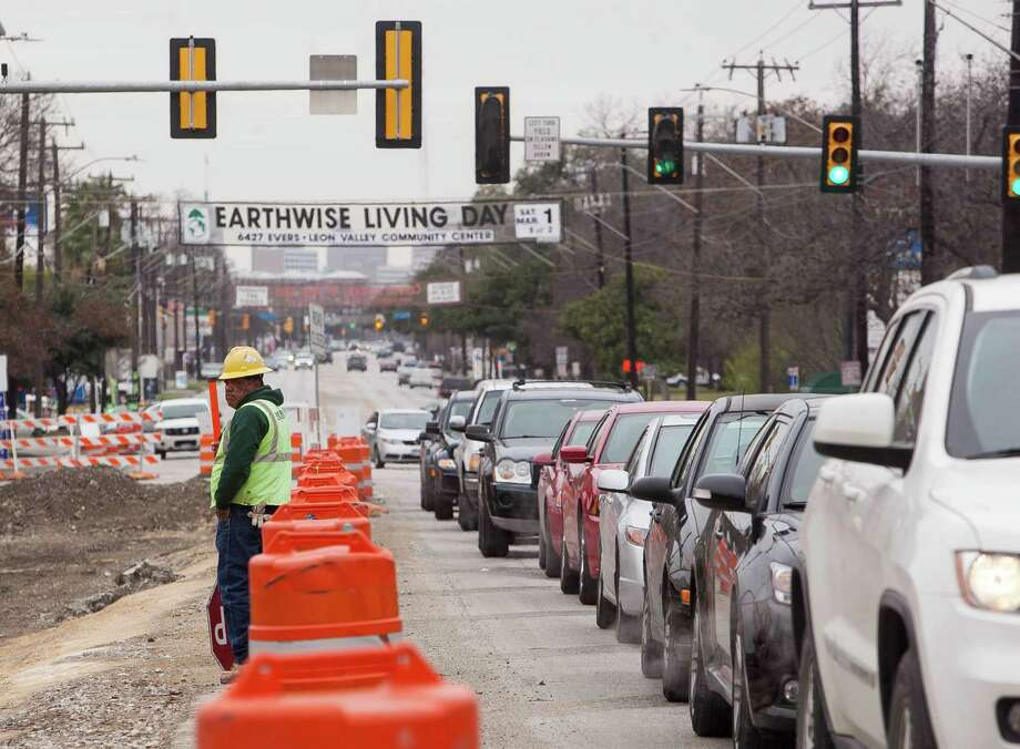 A few more months of construction work still await motorists at Broadway and Hildebrand, site of a $15.5 million drainage and street improvements project. Photo: Julysa Sosa / For The San Antonio Express-News / Julysa Sosa/ San Antonio Express-News