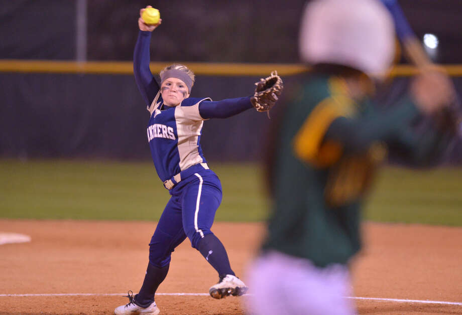 O'Connor pitcher Kelsie Stone overcame a wild first inning with two consecutive strikeouts en route to the Panthers beating Holmes 7-6 in a District 27-5A matchup Tuesday. Photo: Robin Jerstad / For The Express-News