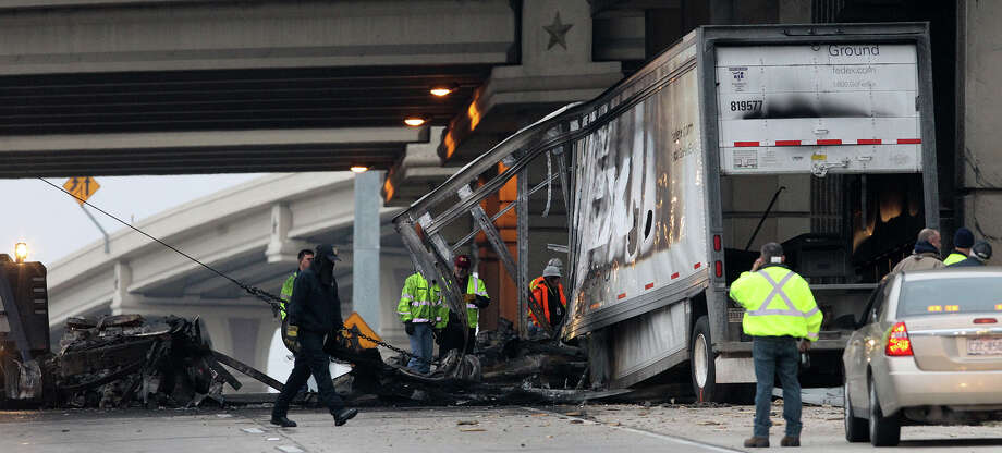 Loop 410 reopened after crash that killed FedEx driver - San