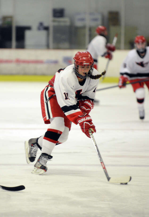 New Canaan's Lindsey Duane (11) controls the puck during the girls ice hockey game against Darien High School at the Darien Ice Rink on Wednesday, Dec. 11, 2013. Photo: Amy Mortensen / Connecticut Post Freelance
