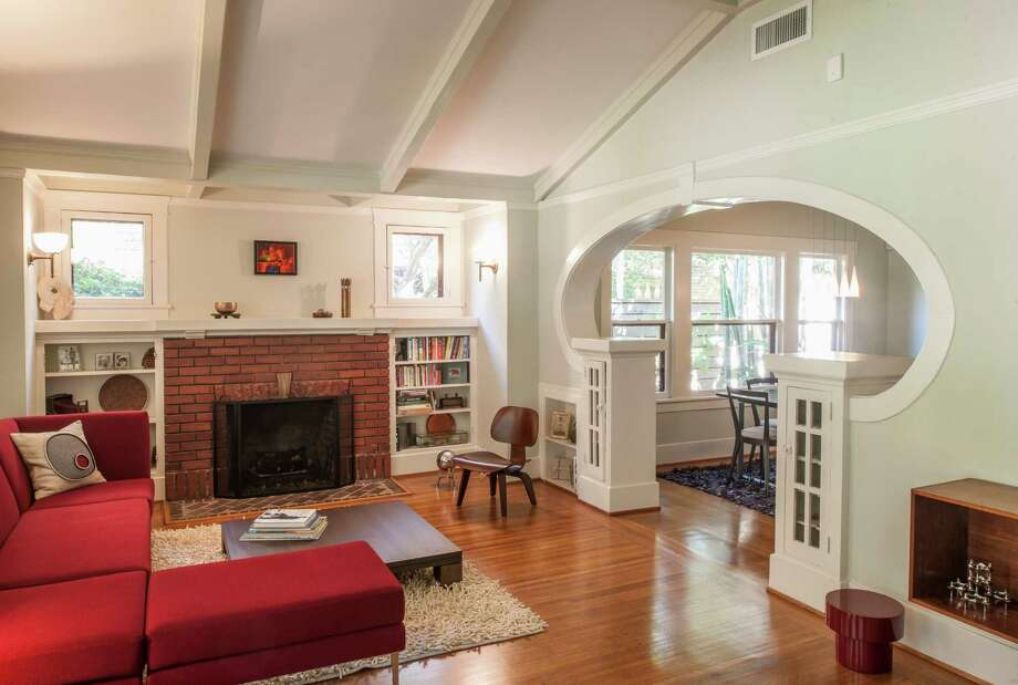 A view of the bungalow's main interior, which also holds conteporary elements.  Photo: Paul Hester, Photographer / ONLINE_YES