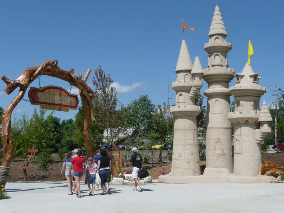 The Schlitterbahn Kansas City Waterpark was the first Schlitterbahn park built outside of Texas. It opened in 2009.
