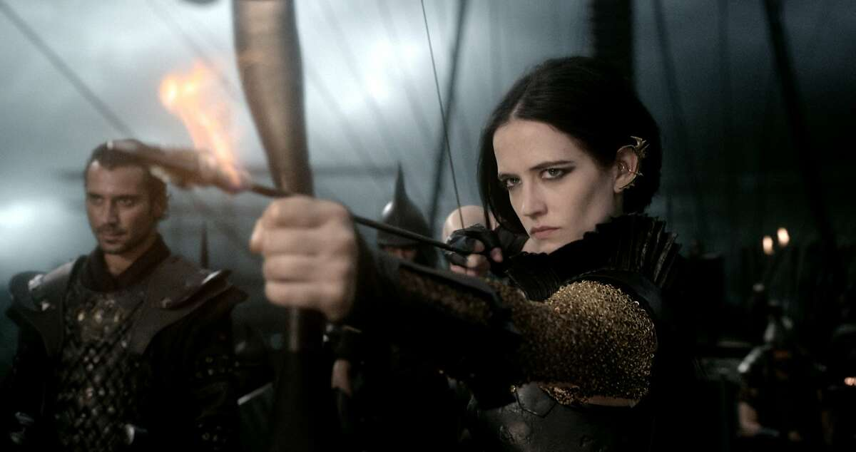 (L-r) BEN TURNER as General Artaphernes and EVA GREEN as Artemisia in Warner Bros. Pictures' and Legendary Pictures' action adventure