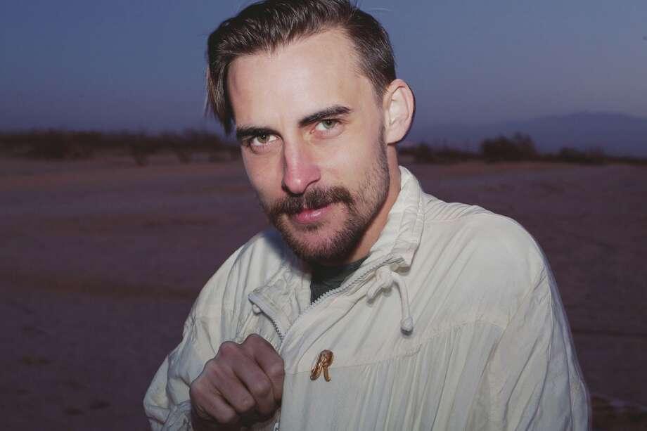 Musicican Robert Ellis / New West Records
