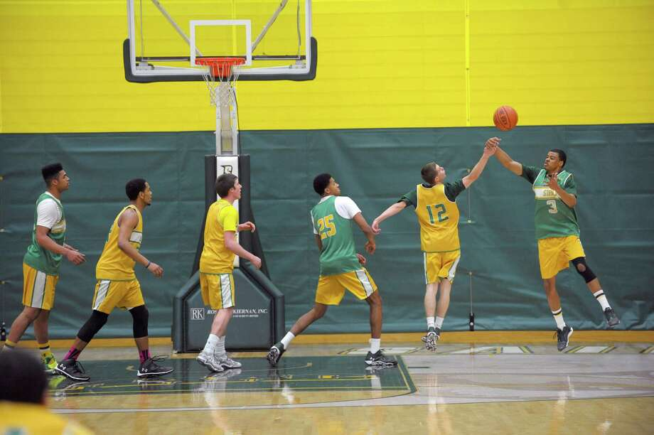 Siena men's basketball players run through a drill during practice on Wednesday, March 5, 2014, in Loudonville, N.Y. (Paul Buckowski / Times Union) Photo: Paul Buckowski / 00026006A
