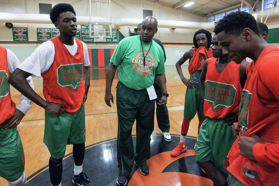 Sam Houston coach Ike Thornton (center) talks to the team at the conclusion of their practice sessiion at the school on Tuesday, March 4, 2014.  MARVIN PFEIFFER/ mpfeiffer@express-news.net Photo: Marvin Pfeiffer/ Express-News / Express-News 2014