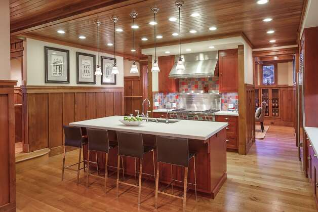 Telegraph hill arts crafts offers great amenities views for Arts and crafts wainscoting