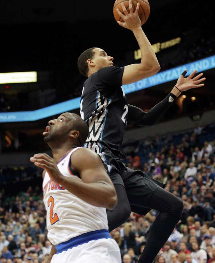 Minnesota Timberwolves' Kevin Martin, right, lays up a shot leaving New York Knicks' Raymond Felton looking away in the first quarter of an NBA basketball game, Wednesday, March 5, 2014, in Minneapolis. (AP Photo/Jim Mone) ORG XMIT: MNJM106 Photo: Jim Mone / AP