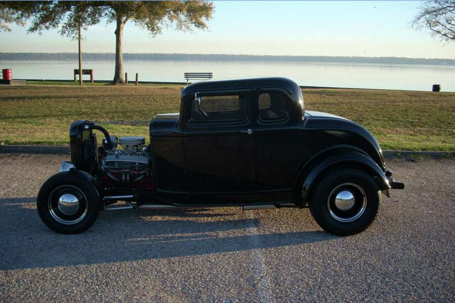 Brothers George and Bill DuBose worked together to build this 1932 Ford replica hot rod. Bill fabricated the fenders by hand and did the body smoothing.