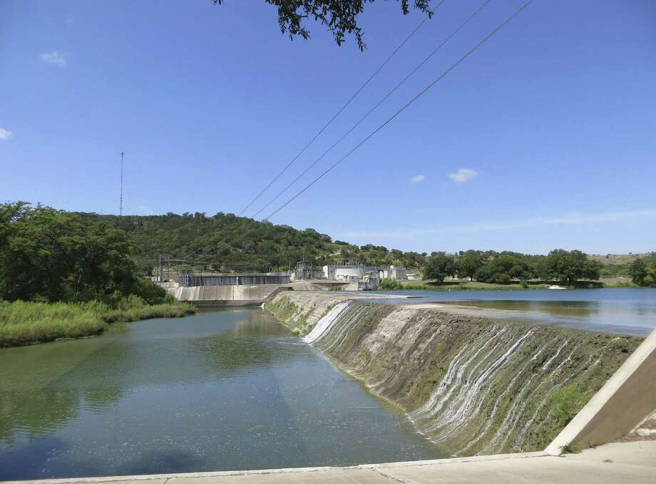The San Antonio River Authority encourages equitable use of surface water resources to meet all the needs put upon them. Photo: Express-News File Photo / San Antonio Express-News