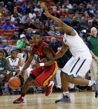Houston Yates' Damion Lewis (2) passes a Kennedale player during a boys' UIL Class 3A state basketball semifinal, Thursday, March 6, 2014, in Austin, Texas. (AP Photo/Tamir Kalifa) Photo: Tamir Kalifa, Associated Press / FR170773 AP