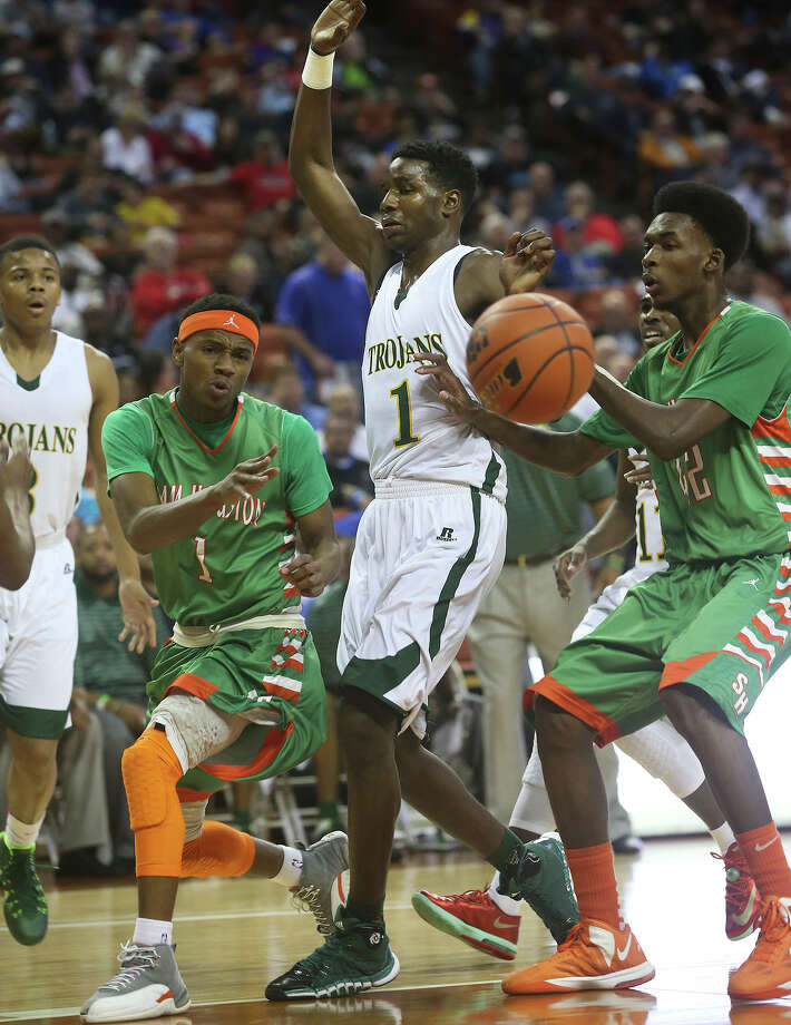 A pass from Jordon Harris to Devin Allen goes through too fast as Sam Houston plays Dallas Madison at the Erwin Center in Austin in the state semifinals for 3A basketball on March 6, 2014. Photo: Tom Reel, San Antonio Express-News