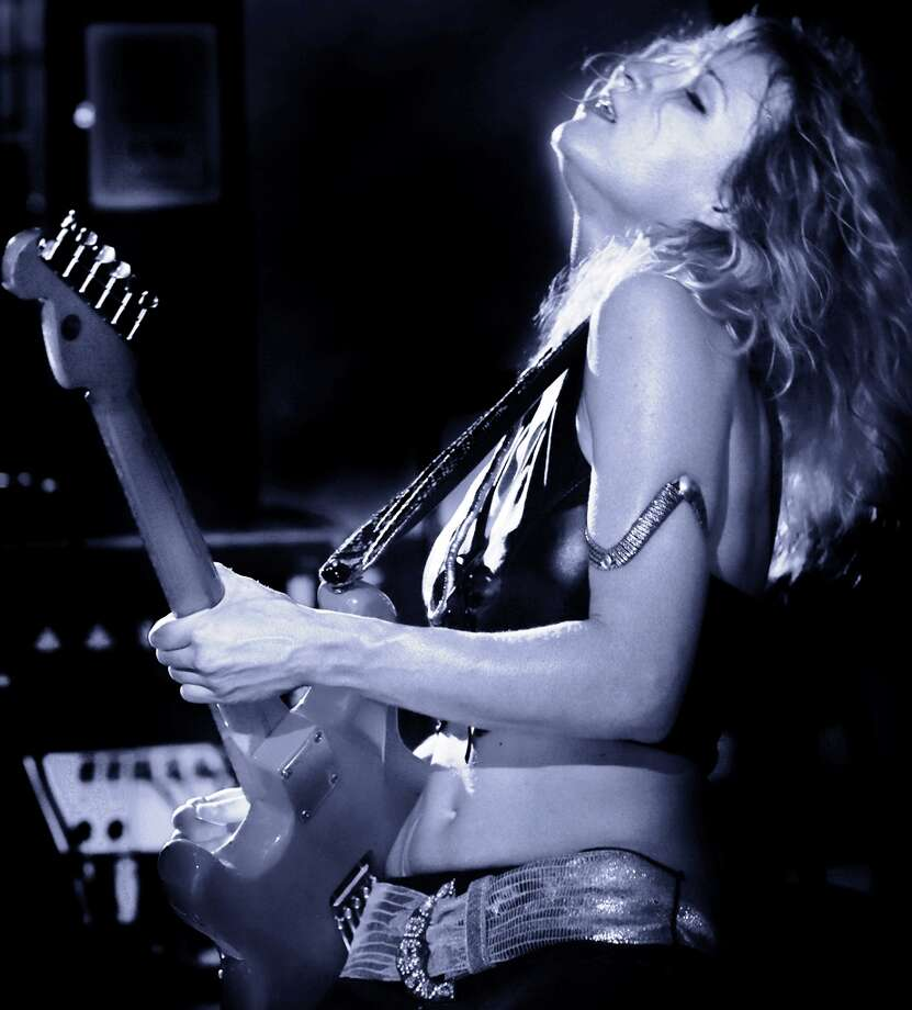 Blues-guitar sensation Ana Popovic Photo: MHP Studios