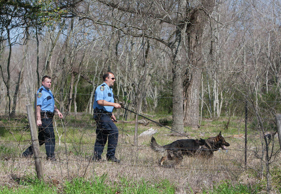 A K-9 team helps search for two men who fled the scene of an attempted burglary on Thursday. Photo: Cody Duty, Staff / © 2014 Houston Chronicle