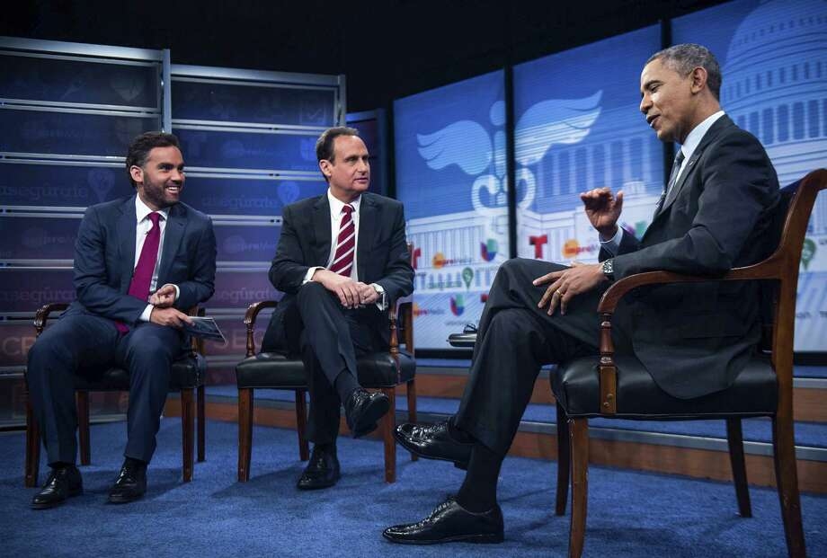 President Barack Obama is grilled on immigration issues by Univision host Enrique Acevedo (left) and Telemundo host Jose Diaz Balart at the Newseum in Washington. Photo: Gabriella Demczuk / New York Times / NYTNS