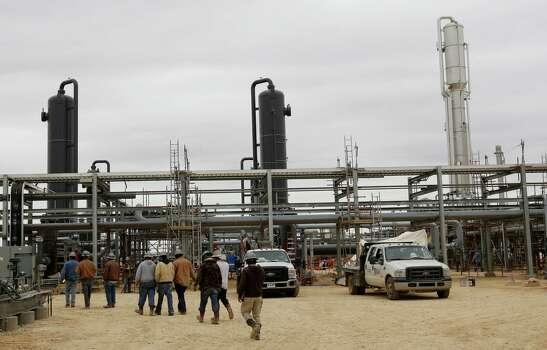 La Salle county produces 4.4 million barrels a month, second-most in Texas.  Photo: San Antonio Express-News / ©2013 San Antonio Express-News