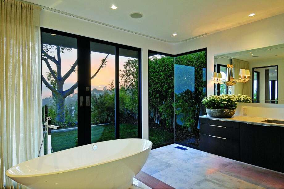 Bath with glass and trees.  Photos: MLS/Yahoo Homes
