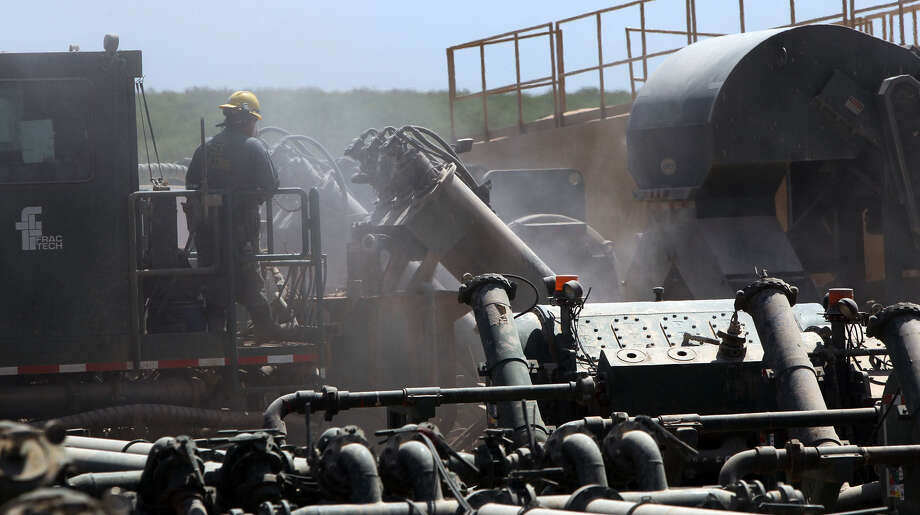 Thanks to the Eagle Ford shale and similar sites, U.S. oil production is up 39 percent since the end of 2011. But experts warn of diminished output and increased costs going forward. Photo: Express-News File Photo / SAN ANTONIO EXPRESS-NEWS (Photo can be sold to the public)