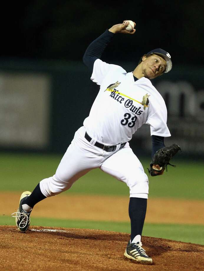 Rice pitcher Zach Lemond guided the Owls to their seventh consecutive win. Photo: Bob Levey / ©2014 Bob Levey