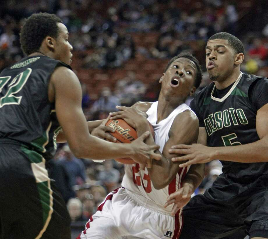 Galena Park North Shore's Kerwin Roach squeezes between DeSoto's Julian Green (left) and Dominique Thomas at the Erwin Center. Roach made two key free throws late in the win. Photo: Michael Thomas / Associated Press / FR65778 AP