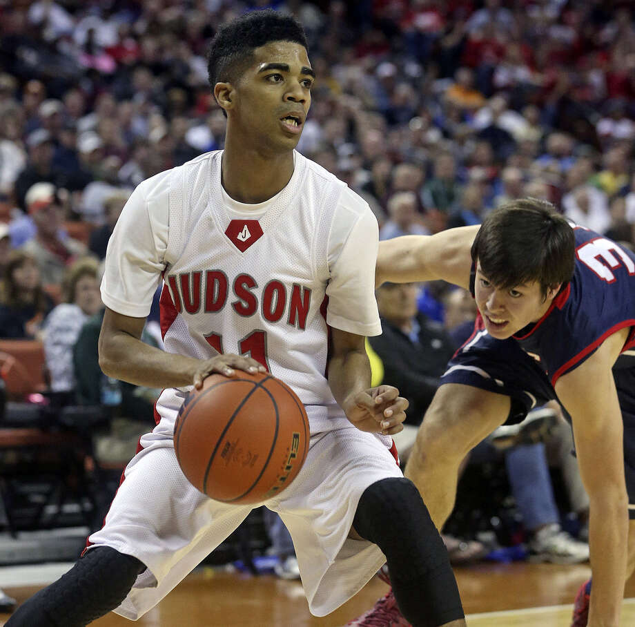 Judson guard Rayshon Winn eludes an Allen defender during the first half of a 5A state semifinal at the Erwin Center. Photo: Tom Reel / San Antonio Express-News