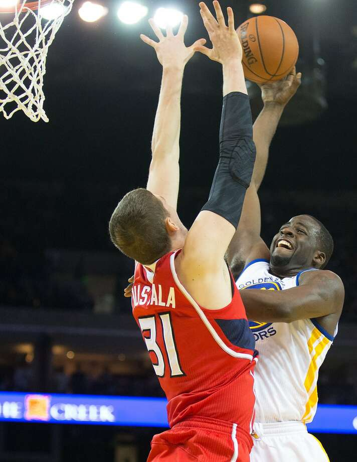 Mar 7, 2014; Oakland, CA, USA; Golden State Warriors small forward Draymond Green (23) shoots the ball against Atlanta Hawks center Mike Muscala (31) during the fourth quarter at Oracle Arena. The Golden State Warriors defeated the Atlanta Hawks 111-97. Mandatory Credit: Kelley L Cox-USA TODAY Sports Photo: Kelley L Cox, Reuters