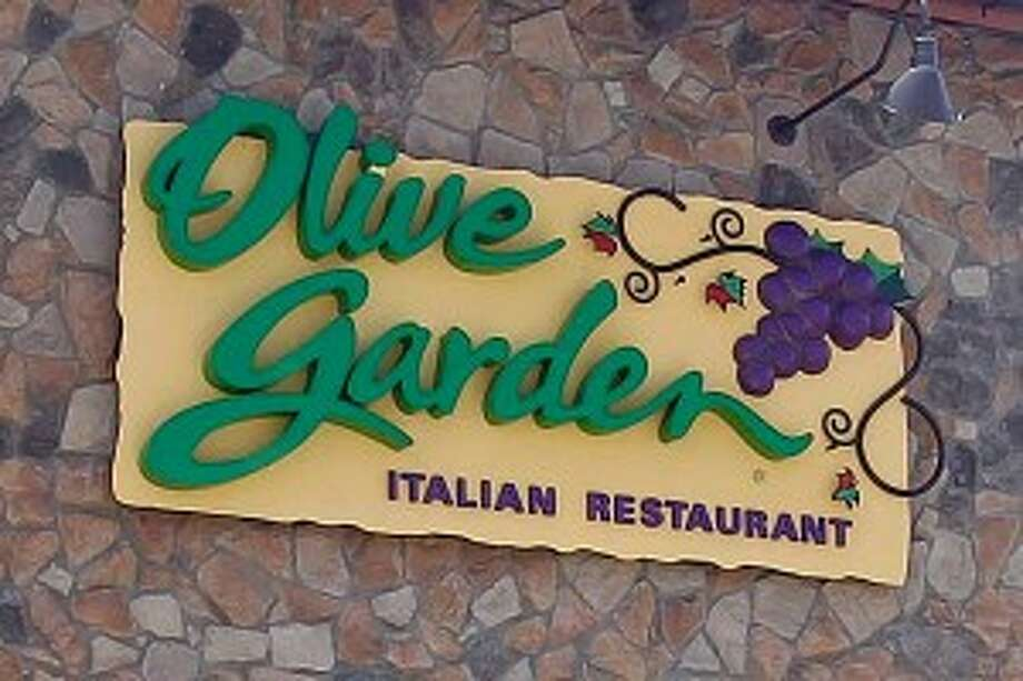 Olive Garden offers whole wheat pasta for kids along with fruits and vegetable sides. Eleven percent of kids' meals met the nutrition guidelines.