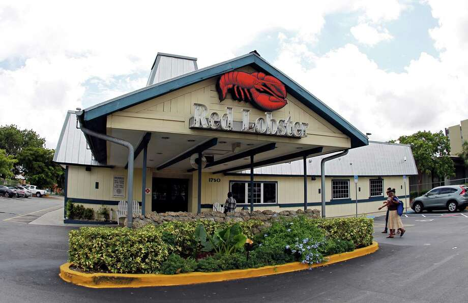 Red Lobster offers a fruit or vegetable as a default side item, and 42 percent of its kids meals meet the Kids LiveWell guidelines.  Photo: Alan Diaz, Alan Diaz/AP