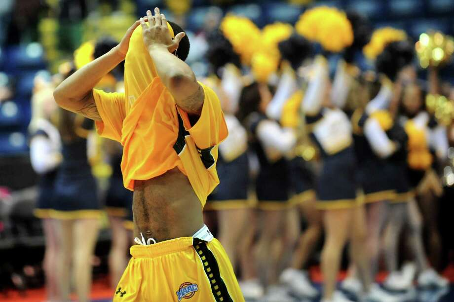 Siena's Marquis Wright reacts to his team's 71-65 loss to Canisius in the second-round of the MAAC Tournament on Saturday, March 8, 2014, at MassMutual Center in Springfield, Mass. (Cindy Schultz / Times Union) Photo: Cindy Schultz / 00026001A