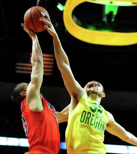 Oregon's Ben Carter blocks a shot attempt by Arizona's Nick Johnson in the Ducks' upset over the No. 3 Wildcats in Eugene, Ore. Photo: Steve Dykes / Getty Images / 2014 Getty Images