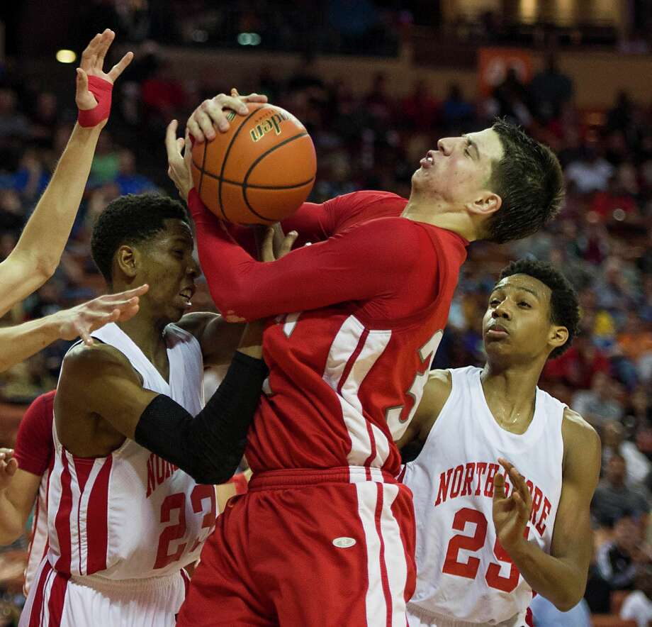 North Shore's Kerwin Roach (23) and Jarrey Foster (25) defend against Converse Judson forward Tanner Leissner. Photo: Smiley N. Pool, Houston Chronicle / © 2014  Houston Chronicle