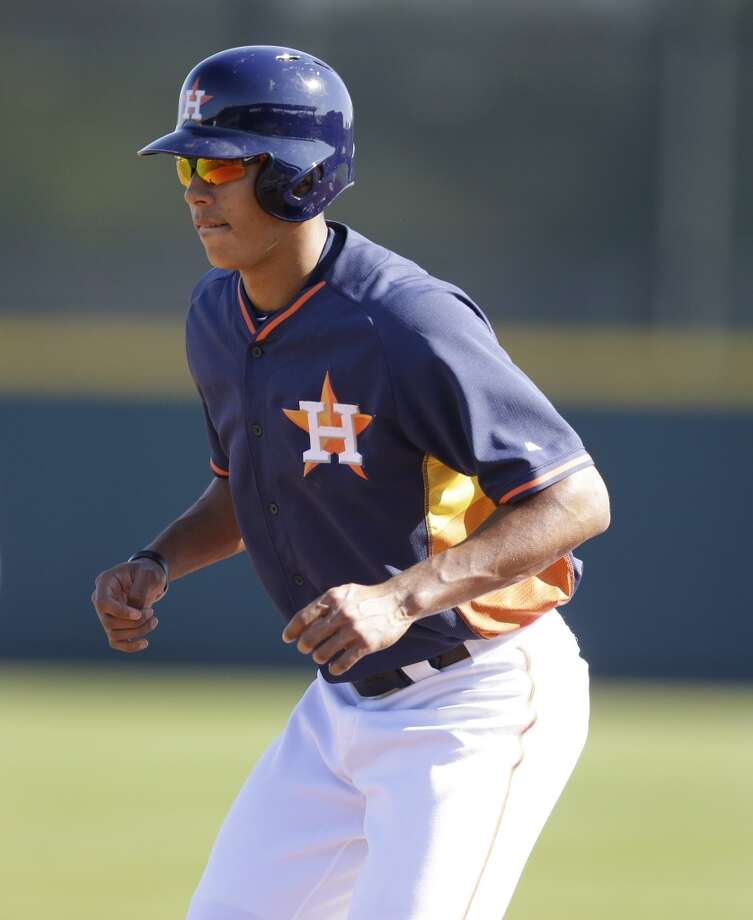 Carlos Correa leads off first base. Photo: Carlos Osorio, Associated Press