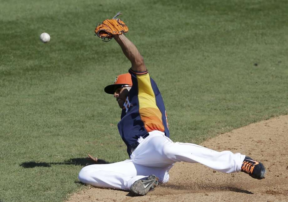 Astros shortstop Carlos Correa misplays a single hit by the Blue Jays' Ryan Langerhans during the eighth inning. Photo: Carlos Osorio, Associated Press