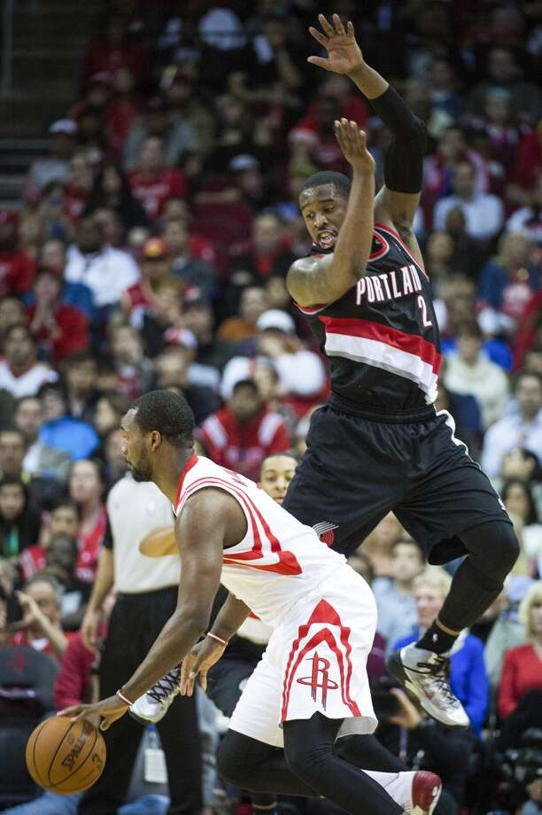 Rockets forward Jordan Hamilton gets past Trail Blazers shooting guard Wesley Matthews. Photo: Smiley N. Pool, Houston Chronicle