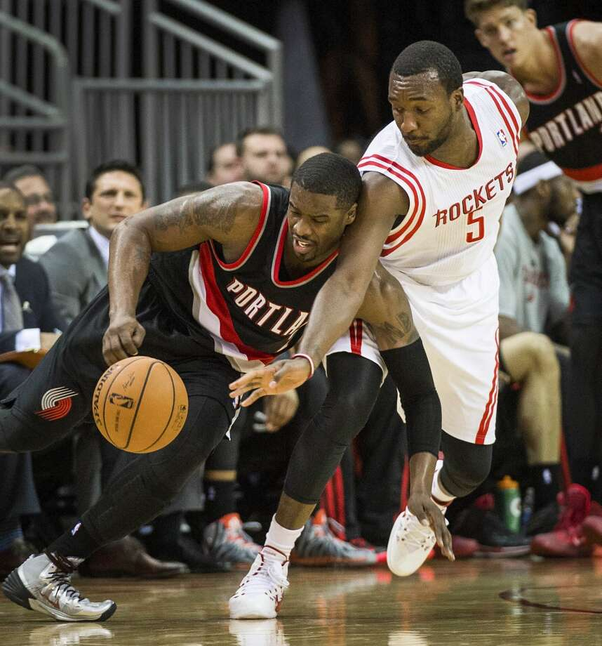 Rockets forward Jordan Hamilton tries to steal the ball from Trail Blazers guard Wesley Matthews. Photo: Smiley N. Pool, Houston Chronicle