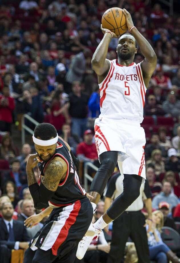 Rockets forward Jordan Hamilton shoots over Trail Blazers point guard Mo Williams. Photo: Smiley N. Pool, Houston Chronicle