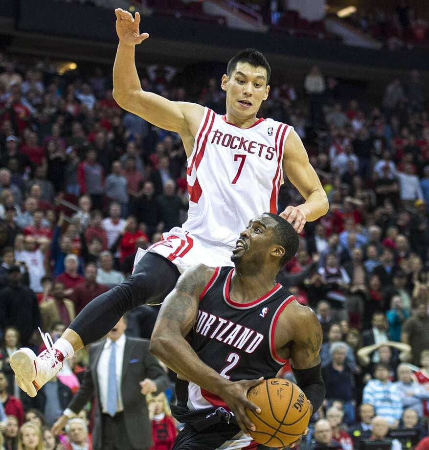 Rockets point guard Jeremy Lin defends a shot by Trail Blazers shooting guard Wesley Matthews. Photo: Smiley N. Pool, Houston Chronicle