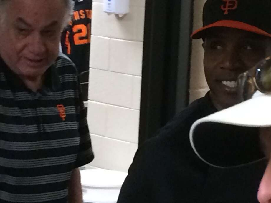 Barry Bonds walks into the Giants' clubhouse and meets with equipment manager Mike Murphy. Photo: John Shea, The Chronicle