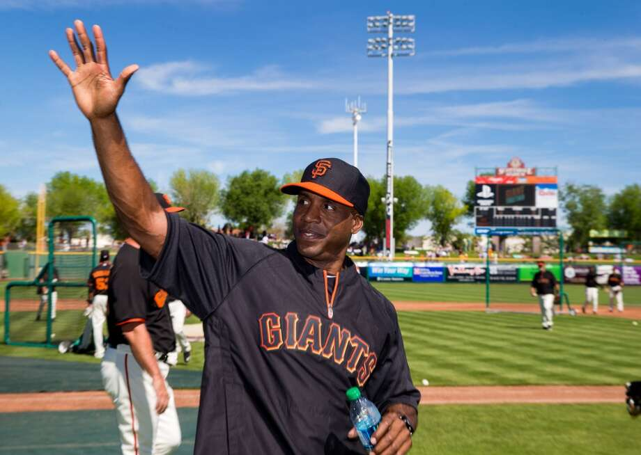 San Francisco Giants former outfielder Barry Bonds waves to the fans prior to the game against the Chicago Cubs at Scottsdale Stadium. Photo: Mark J. Rebilas, Reuters