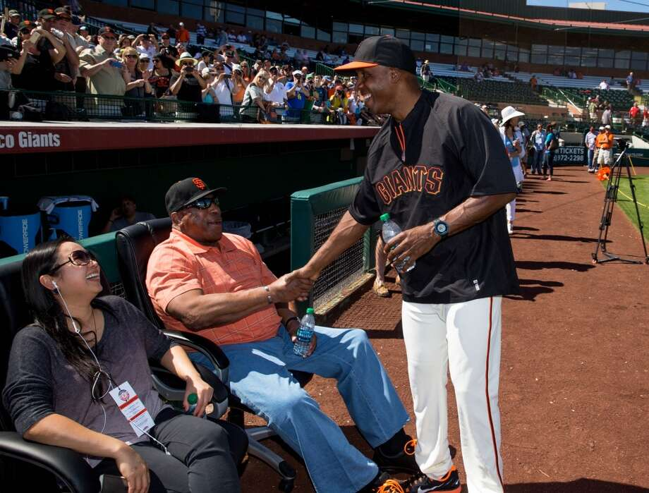 San Francisco Giants former outfielder Barry Bonds (right) greets Willie McCovey during batting practice prior to the game against the Chicago Cubs at Scottsdale Stadium. Photo: Mark J. Rebilas, Reuters