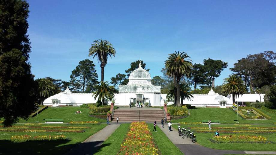 Clouds and showers were replaced by sun and blue skies over San Francisco and the Conservatory of Flowers on Monday.  Sunny weather and warm temperatures are supposed to continue all week. Photo: SF Gate / Douglas Zimmerman