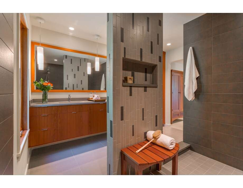 Bathroom, First Place: Scott & Sandra Gjesdahl, Bristol Design and Construction Photo: Courtesy Seattle Design Center