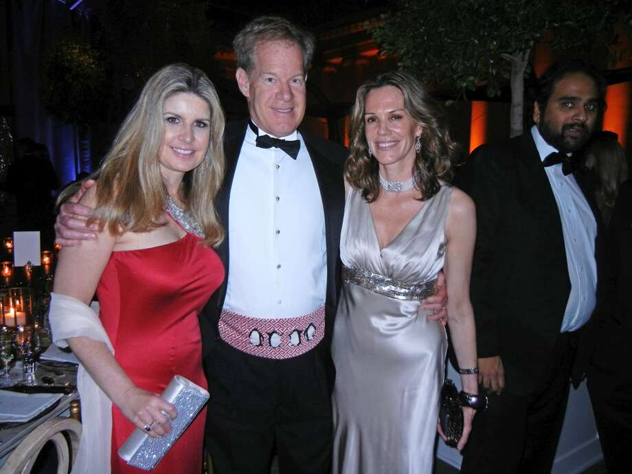 Suzanne and Carson Levit (at left) with Leslie Thieriot at the Mid-Winter Gala. Photo: Catherine Bigelow