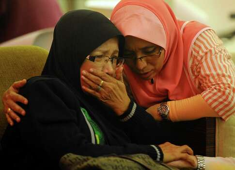 Family members cry at a hotel in Putrajaya, Malaysia, Sunday, March 9, 2014. Photo: Associated Press / AP