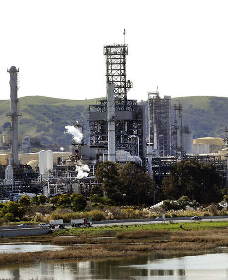 Two other workers suffered sulfuric acid burns last month at the California refinery. Photo: Houston Chronicle File Photo / ONLINE_YES